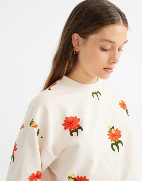 Thinking MU Women Carnations Sweatshirt